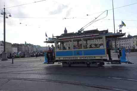 Spårvagn 15 från 1902 på Fontänbron vid Brunnsparken. Tisdag 29 juli 2014 kl 18:03.