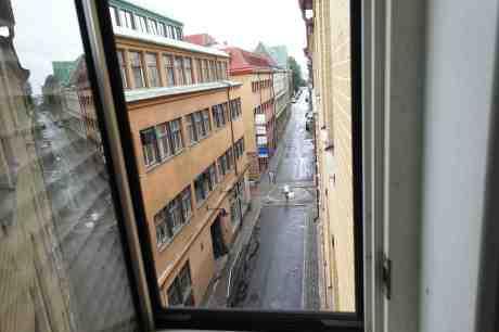 """""""Måste alltid se åt både vänster och höger i en gatukorsning."""" Kronhusgatan–Torggatan tisdag 9 september 2014 kl 15:56."""