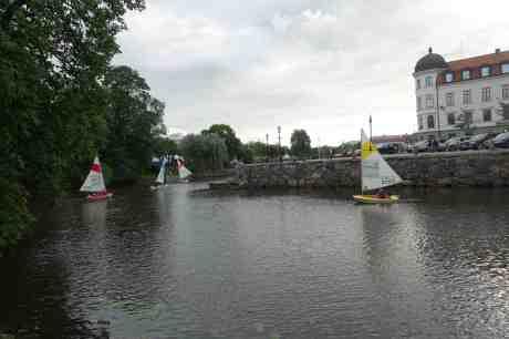 Ubåtarna avslöjade – var accessjollar! Vallgraven vid Trädgårdsföreningen torsdag 14 augusti 2014 kl 18:42.