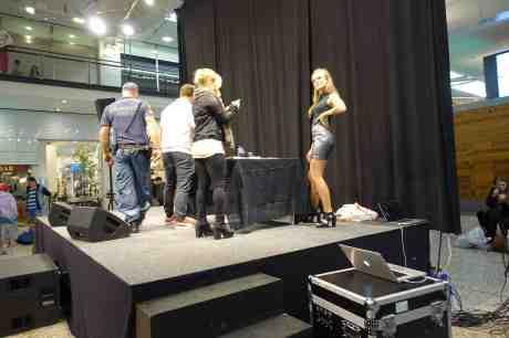 Zara Larsson signerade, showade och charmade alla på Nordstadstorget. Lördag 4 oktober 2014 kl 17:55.